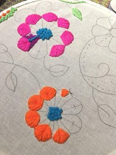 Tambour Embroidery, Hand Embroidery Flowers, Hand Embroidery Stitches, Crewel Embroidery, Embroidered Flowers, Cross Stitch Embroidery, Embroidery Patterns, Mexican Embroidery, Crochet