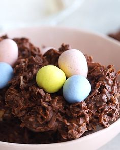 These no bake chocolate coconut nests are such an easy Easter treat only require three ingredients: shredded coconut, chocolate chips and candy eggs! Vegan and gluten-free. treats videos No Bake Chocolate Coconut Nests Chocolate Nests, Butter Chocolate Chip Cookies, Easter Chocolate, Coconut Chocolate, Chocolate Chips, Chocolate Cake, Kid Desserts, Healthy Dessert Recipes, Healthy Baking