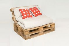 ¡No los tires! Son prácticos y se pueden transformar para armar desde una cama, pasando por un sofá y hasta un perchero y rack para guardar las zapatillas; mirá estas ideas Outdoor Furniture, Outdoor Decor, Bed, Ideas, Home Decor, Room Girls, Hang Photos, Planks, Wooden Boards