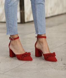 Inspired by this. Pretty Shoes, Beautiful Shoes, Cute Shoes, Me Too Shoes, Daily Shoes, Sock Shoes, Shoe Boots, Dream Shoes, Shoe Closet