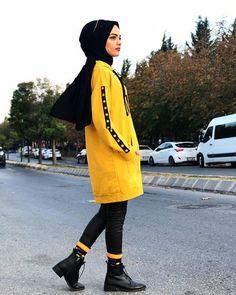 Image may contain 1 person standing shoes and outdoor İslami Erkek Modası 2020 Modest Fashion Hijab, Modern Hijab Fashion, Street Hijab Fashion, Islamic Fashion, Muslim Fashion, Cute Fashion, Fashion Outfits, Ladies Fashion, Fashion Usa