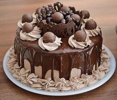 Bolo Minion, Cookie Recipes, Dessert Recipes, Sugar Dough, Cake Decorating Designs, Baby Birthday Cakes, Pie Cake, Sweet Tarts, Yummy Cakes