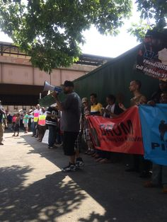 https://flic.kr/s/aHskjqKELW | #HandsOffTheHomeless | Over a hundred homeless people and their allies rallied on 125th Street on September 9th, demanding an end to rampant violations of the rights of homeless people by the NYPD under Mayor de Blasio.