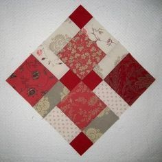 Disappearing Nine-Patch pattern and tutorial on Popular Patchwork, plus equation for different size blocks!Disappearing nine patch, teaching this at the CHRISTMAS GOOSE for featherweight class!disappearing 9 patch - my new favorite quilt pattern. Quilting Tutorials, Quilting Projects, Quilting Designs, Sewing Projects, Quilting Tips, Scrappy Quilts, Easy Quilts, Patchwork Quilting, Quilt Block Patterns