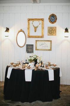 Mesa de Réveillon em preto, branco e dourado | Colocando a mesa com charme