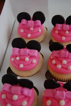 These sweet cupcakes were for two separate parties, but you can't have one without the other! Minnie Mouse Mickey Mouse H. Minnie Birthday, 2nd Birthday, Birthday Ideas, Birthday Cakes, Love Cupcakes, Decorated Cupcakes, Yummy Treats, Sweet Treats, Yummy Food