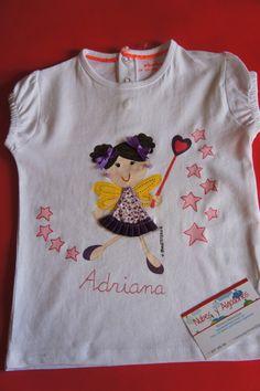 A nuestra pequeña Adriana le encantan las hadas y su mamá nos ha encargado una para regalarle en su cumpleaños. Este Hada le dará muchas sorpresasa a nuestra pequeña de tan solo 1 añito. Estoy segura que quedará guapísima con estos tonos rosas y morados con los que la hemos vestido. Pero eso no es todo........, alguien más de la familia irá vestida igual que ella......., quién será?