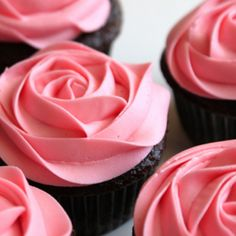 These cupcakes would be perfect for a baby shower or little girl's birthday party.