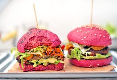 Letní burgery s avokádem a grilovanými paprikami | Veganotic