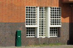 typisch Amsterdamsche School ramen Ramen, Outdoor Structures, School