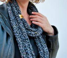 Handmade scarf in black!