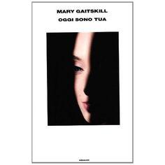 """Non conoscevo questa autrice. Grazie a @Einaudi editore l'ho scoperta. L'ho letta. L'ho sentita nelle viscere.  Non mi ha stupito l'apprezzamento di Alice Munro. Anzi.  Ho trovato storie di erotismo e dolore che scalfiscono la maschera sociale e arrivano all'intimità. Non volevo finirlo. In realtà non l'ho mai finito questo libro e non lo finirò mai.   Mary Gaitskill """"Oggi sono tua """" Einaudi"""