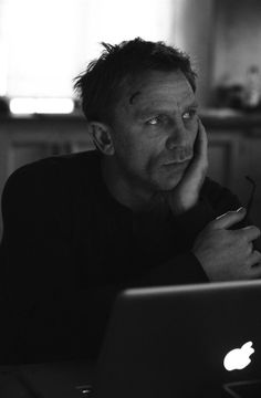 """Daniel Craig on the set of """"The Girl With the Dragon Tattoo"""". Even scruffed up, he's still wicked handsome!"""