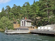 Sea view to dream about! 27 holiday cottages on the waterfront Voyage Suede, Finland Summer, Stockholm Travel, Garden Cabins, Inside Outside, Lake Cabins, Decks And Porches, Southern Living, Arno