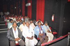 आवासीय परिसर में स्थापित होलोग्राफिक थियेटर में बलरामपुर एवं सरगुजा जिले के पंचायत प्रतिनिधियों ने मुख्यमंत्री डा. रमन सिंह के संदेश का प्रसारण देखा-सुना। थ्री-डी तकनीक से निर्मित रमन के बात-हमर मन के साथ कार्यक्रम में मुख्यमंत्री डा. सिंह ने राज्य के विकास कार्यों एवं योजनाओं के संबंध में बताया। आधुनिक तकनीक से तैयार संदेश देते बड़े पर्दे पर मुख्यमंत्री जैसे साक्षात् मंच पर खड़े हों, ऐसा एहसास होता है।