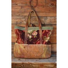 Love this bag, but not the price. Would … – 2019 - Fabric Diy Handmade Handbags, Handmade Bags, Sacs Tote Bags, Clutch Bags, Carpet Bag, Diy Handbag, Fabric Bags, Fabric Basket, Boho Bags