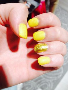 New Nails summer yellow and gold