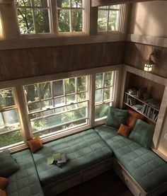 would love to have myself this reading nook in a library of my dream home. :)