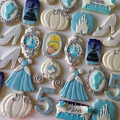 Quinceanera cookie favors have become increasingly popular because not only are they delicious, but they're also super easy to personalize! Disney Princess Cookies, Disney Cookies, Disney Princess Birthday, Princess Tea Party, Cinderella Birthday, Baby Cookies, Flower Cookies, Valentine Cookies, Baby Shower Cookies