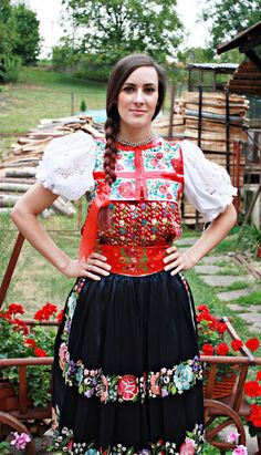 Kroje a tak : Photo Area of village Očová, Podpoľanie region, Central Slovakia. Folk Fashion, I Love Fashion, Popular Costumes, Costumes Around The World, German Women, Beautiful Costumes, Group Costumes, Folk Costume, Historical Costume