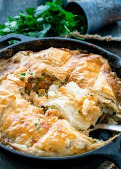 Everyone and their mother has a recipe for chicken pot pie, but this is one of the easiest versions there is. Cast Iron Skillet Chicken Pot Pie is made entirely in a single cast iron skillet which makes cleanup a breeze. Iron Skillet Recipes, Cast Iron Recipes, Skillet Meals, Skillet Food, New Recipes, Cooking Recipes, Favorite Recipes, Recipies, Cooking Tips