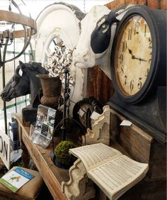 Let's Go Junkin': The Top 10 Booths At The Country Living Fair Columbus, Ohio 2017 Country Living Fair, Country Fair, Vintage Store Displays, Vintage Display, Antique Show, Antique Stores, Flea Market Booth, Craft Show Displays, Booth Displays