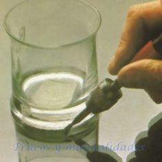 Cómo grabar cristal 6 Dremel, Glass Of Milk, Stone Crafts, Mosaics, Atelier, Training, Crystals, Manualidades
