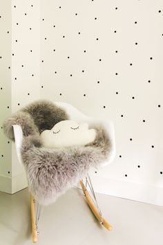 Babykamer zwart wit met stipjes en schommelstoel eames Baby Boy Rooms, Baby Bedroom, Little Girl Rooms, One Bedroom, Nursery Room, Girls Bedroom, White Kids Room, Student Room, White Baby Showers