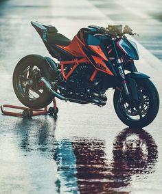Bike Pic, Bike Photo, Moto Bike, Motorcycle Bike, Biker Photoshoot, Vw California Beach, New Ktm, Car Iphone Wallpaper, Ktm Motorcycles