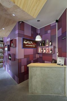 Cava Club (JRA) Medellín, I would love to do this same color and pattern in a room of my house. Restaurant Identity, Menu Restaurant, Commercial Design, Commercial Interiors, Digital Menu Boards, Purple Interior, Environmental Graphic Design, Retail Interior, Retail Design