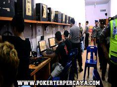 POKERTERPERCAYA.COM - Belum banyak orang yang sadar akan bahaya bermain Poker Online Uang Asli diwarnet yang hari demi hari semakin populer di Indonesia. Hal ini dapat dilihat darisemakin menjamur Situs-situs yang menyajikan permainan ini.