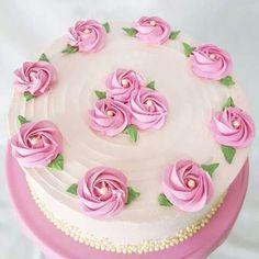 New Birthday Cake Drawing Easy Ideas Cake Decorating Designs, Creative Cake Decorating, Cake Decorating Videos, Creative Cakes, Buttercream Cake Designs, Buttercream Birthday Cake, Buttercream Icing, Butter Icing Cake Designs, Deco Cupcake