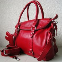 Love.....an amazing red leather bag for the winter months!
