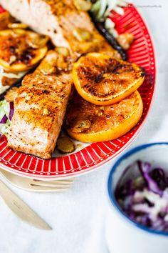 Gebratener Lachs mit Vanille, Orangen und Buttermilch-Krautsalat