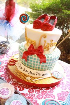 Love this Wizard of Oz cake for maybe a wedding shower cake? Pretty Cakes, Beautiful Cakes, Amazing Cakes, Take The Cake, Love Cake, Cupcakes, Cupcake Cakes, Bolo Fack, Fantasy Cake