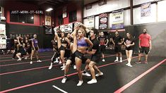 This looks cool Cheerleading Videos, Cheerleading Pyramids, Cheer Team Pictures, Cheer Routines, Cheer Extreme, Cheer Poses, Cheer Coaches, All Star Cheer, Cheer Dance