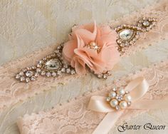 Glam and shabby chic in one garter... Perfect for your wedding day!