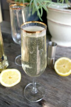 the french 77 / champagne mixed drink