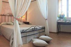 Convento Santa Croce en Sant'Anatolia di Narco (#Italia) ofrece dos noches en habitación doble con desayuno continental en una antiguo #monasterio situado en #Umbria, corazón verde de Italia. ¡Disfruta de la #naturaleza en esta estancia de #ensueño!