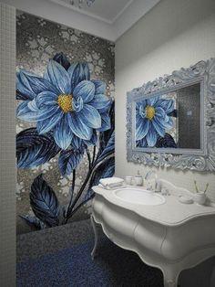 #мозаика и #зеркало, обрамленное шикарной рамой, придают интерьеру этой #ванной комнаты ноты роскоши.