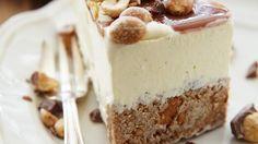 Torte mit Nüssen und Karamell  