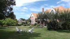 St Itas Guesthouse Rakaia Offering free Wi-Fi and included breakfast, St Itas Guesthouse is ideally located for salmon fishing and exploring the Mid Canterbury region. The large guest lounge boasts an open fireplace, comfortable sofas and satellite TV.