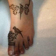 No photo description available. Mehndi Desing, Legs Mehndi Design, Indian Mehndi Designs, Stylish Mehndi Designs, Mehndi Design Pictures, Beautiful Mehndi Design, Mehndi Images, Leg Mehndi, Foot Henna