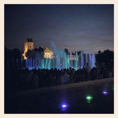 Multimedialny Park Fontann - jedna z wakacyjnych atrakcji w Warszawie Warsaw, Royalty Free Images, Poland, New York Skyline, Around The Worlds, Stock Photos, Explore, Park, Reading