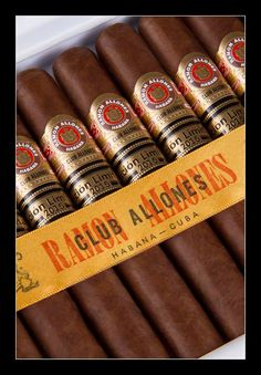 Ramon Allones Club Allones Edition Limitée 2015...bientôt disponibles ! Cigar Store Indian, Cigar Bar, Cigar Room, Cuban Cigars, Liquor, Club, Carpe Diem, Scotch, Pipes