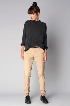 A charcoal long sleeve blouse and beige chinos is a wonderful combination to add. A charcoal long sleeve blouse and beige chinos is a wonderful combination to add to your styling repertoire. Beige Outfit, Khaki Pants Outfit, Chino Outfit Women, Casual Pants, Black Women Fashion, Look Fashion, Feminine Fashion, Fashion Boots, Fashion Design