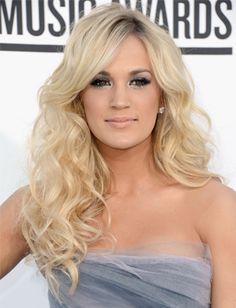 Carrie Underwood rocks dark roots by matching them to darker eye makeup.