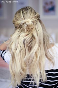 These are such beautiful holiday hairstyles that are great for when you're pressed for time!