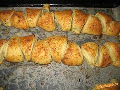 PIZZY, CHLEBY - Slané česnekové trojúhelníčky Tupperware, Baked Potato, Banana Bread, Garlic, Potatoes, Baking, Triangles, Ethnic Recipes, Desserts
