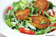 Salat mit roten Linsenbällchen